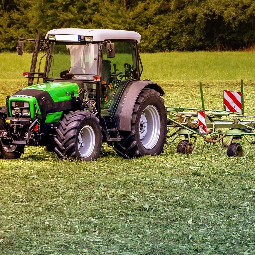 Fachagrarwirte und Fachagrarwirtinnen - Landtechnik übernehmen als eigene Unternehmer/innen oder als verantwortliche Mitarbeiter und Mitarbeiterinnen, auch im überbetrieblichen Maschineneinsatz, Führungsaufgaben in der landwirtschaftlichen Praxis mit dem Ziel, das Unternehmen produktions- und verfahrenstechnisch sowie betriebswirtschaftlich optimal zu gestalten.